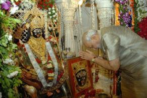 modi temple visit (1)